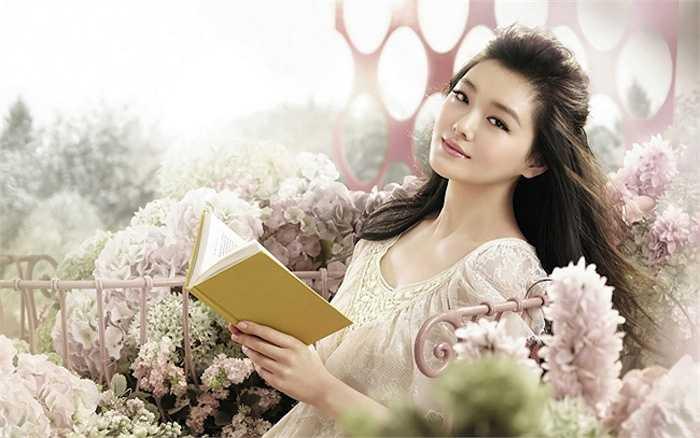 Đại S Từ Hy Viên gây ấn tượng với nhan sắc ngọt ngào, gương mặt đẹp với tỷ lệ 'vàng'.
