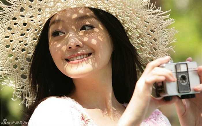 Năm 2010, cô kết hôn với đại gia Uông Tiểu Phi và tạm ngưng đóng phim.