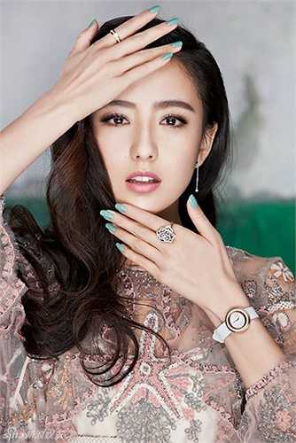 Đồng thời, nàng 'Triệu Phi Yến' cũng có một đám cưới đẹp như mơ với chú rể Trần Tư Thành.
