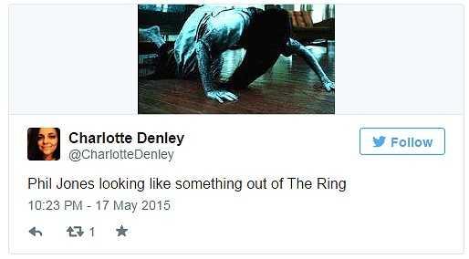 Một CĐV hài hước: 'Phil Jones cứ như bóng ma chui ra từ bộ phim The Ring'.