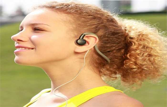 Nghe âm nhạc: Âm nhạc ngay lập tức có thể thay đổi tâm trạng của bạn. Nghe loại nhạc mà bạn yêu thích có thể thay đổi tâm trạng của bạn trong một phút.