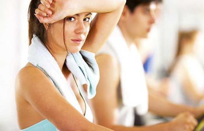 Tập thể dục: Các nghiên cứu cho thấy việc luyện tập với cường độ cao có tác dụng giảm stress tốt hơn luyện tập ở mức độ bình thường. Vậy nên mới có hình ảnh một anh chàng nện hết sức vào bao cát mỗi khi tức giận.