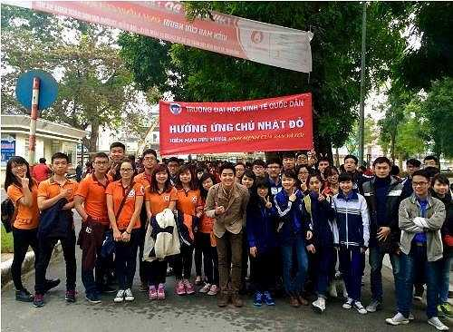 Với phong cách trẻ trung, thân thiện, Lâm Tùng được rất nhiều sinh viên yêu mến