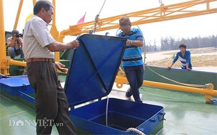 Mỗi tàu có 5 khoang chứa cá và các khoang chứa nước ngọt, nhiên liệu... đủ để hoạt động đánh bắt liên tục trên biển khoảng 1 tháng.