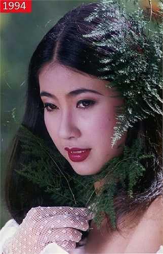 Hà Kiều Anh đăng quang Hoa hậu VN năm 1992 khi mới 16 tuổi. Nhan sắc của cô thời ấy làm say đắm nhiều người và được nhiều nhiếp ảnh gia ưu ái.