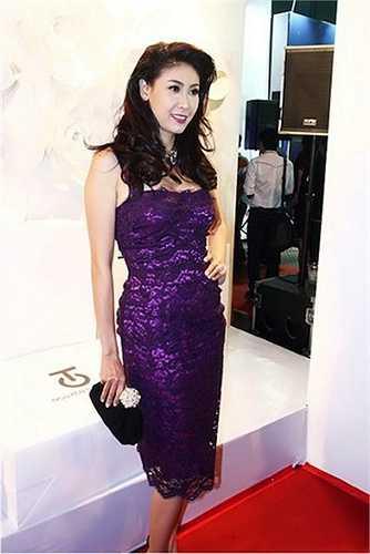Hà Kiều Anh cũng sở hữu nhiều váy áo hàng hiệu.