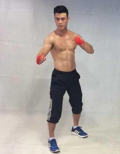 Trước khi đến với thể hình, Tiến Huy từng theo đuổi nhiều bộ môn thể thao khác như bơi lội, cầu lông, võ thuật.