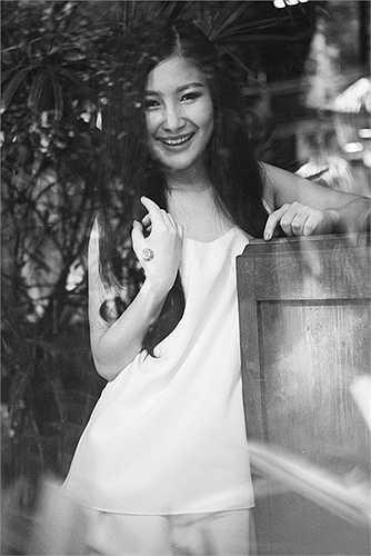 Với Hương Tràm việc thay đổi hình ảnh của cô thời gian qua cũng nhận được ý kiến trái chiều của khán giả. Người ủng hộ khá nhiều và số lượng phản đối cung không ít.