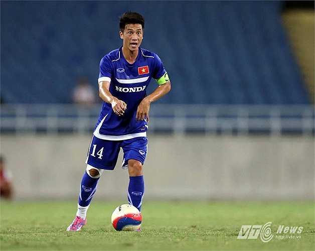 U23 Việt Nam chào đón sự trở lại của tiện vệ trung tâm Huy Hùng sau một thời gian dài cầu thủ này phải chạy đua với thời gian để bình phục chấn thương. (Ảnh: Quang Minh)