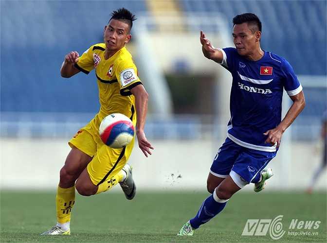 Hậu vệ Nguyễn Minh Tùng cũng đã và đang chứng tỏ được khả năng của mình trước HLV Miura. (Ảnh: Quang Minh)