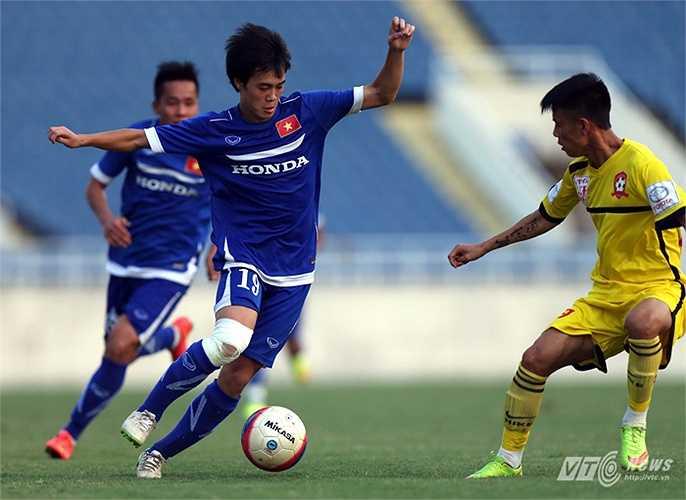 Văn Toàn luôn thể hiện một nỗ lực không ngừng nghỉ trên sân tập và sân đấu để có những tiến bộ vượt bậc. (Ảnh: Quang Minh)