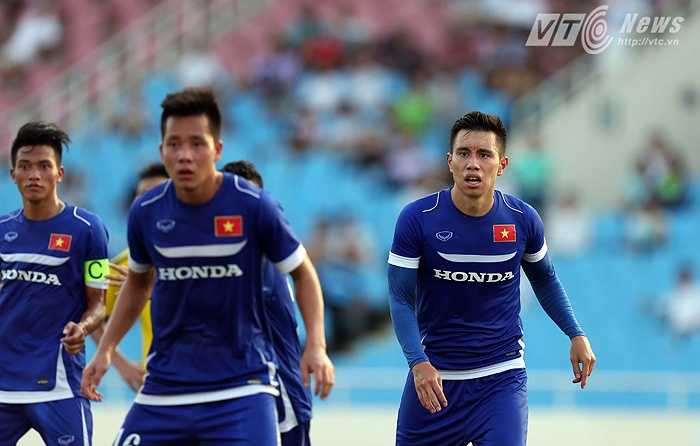 Michal Nguyễn được điều sang U23 đấu tập. Trung vệ của đội tuyển Việt Nam cũng vừa hồi phục chấn thương. (Ảnh: Quang Minh)