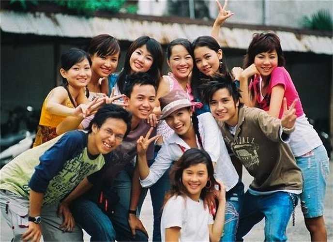 Nhờ có 'Nhật ký Vàng Anh', nhiều diễn viên trẻ như Hoàng Thùy Linh, Vân Navy, Thanh Vân hay Mạnh Quân bỗng vụt sáng trở thành những hotboy, hotgirl đình đám, được yêu thích trong giới trẻ Việt.