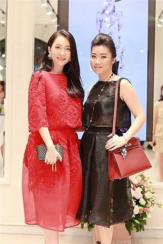 Gây được ấn tượng trong năm 2014 với hai chương trình Lễ hội áo dài Hương sắc Hà Nội kỷ niệm 60 năm giải phóng Thủ Đô 10/10 và Sao Mai điểm hẹn,  NTK Võ Thùy Dương hiện là một trong những gương mặt đắt giá của làng thời trang phía Bắc với thương hiệu Dáng Fashion.