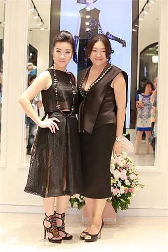 NTK Võ Thùy Dương cho biết với chị, một trang phục biểu diễn đẹp phải phù hợp với vóc dáng của từng ca sỹ, nội dung, tinh thần bài hát mà họ thể hiện, nhưng không được quá hở hang, gây phản cảm cho người xem.