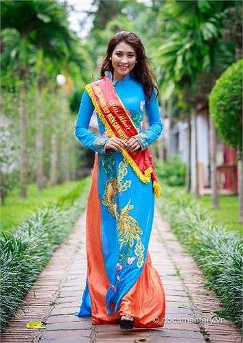Cô bạn cho biết, hiện tại ngoài việc học, cô còn làm Cộng tác viên VTV6 Đài truyền hình Việt Nam, tham gia một số đội nhóm tình nguyện và là Đại sứ từ thiện mùa đông ấm của 'Câu lạc bộ MC plus'.