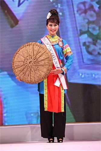 Cô bạn tài sắc từng đạt giải Nhất và giải thí sinh có gương mặt đẹp nhất cuộc thi Người đẹp miền cao nguyên đá lần thứ nhất năm 2014, tham gia vòng chung kết (top 60) Hoa hậu các dân tộc Việt Nam năm 2013.