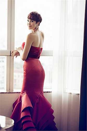 Khi được hỏi rằng, Phương Mai có ý định sẽ để lại kiểu tóc ngày xưa, cô cho biết không có nhu cầu để lại tóc dài vì tóc ngắn trông cô mạnh mẽ và 'chuẩn men' hơn.