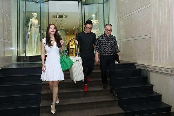 Trương Ngọc Ánh đã gây sự chú ý đặc biệt với hành khách có mặt tại đó bởi rất nhiều người nhận ra 'bà trùm Hương Ga'.