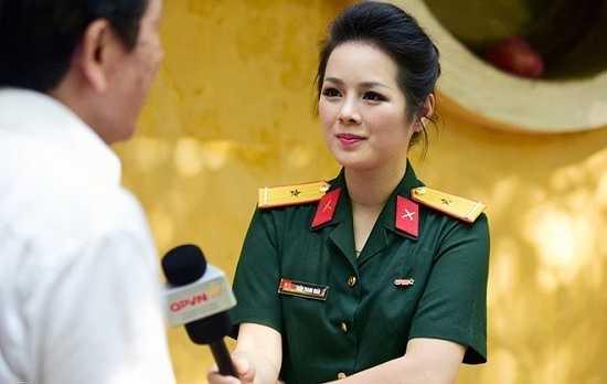 Với mong ước theo nghiệp báo hình, cô đã đầu quân về phòng thời sự, kênh Quốc phòng Việt Nam trong vai trò biên tập viên, dẫn chương trình.