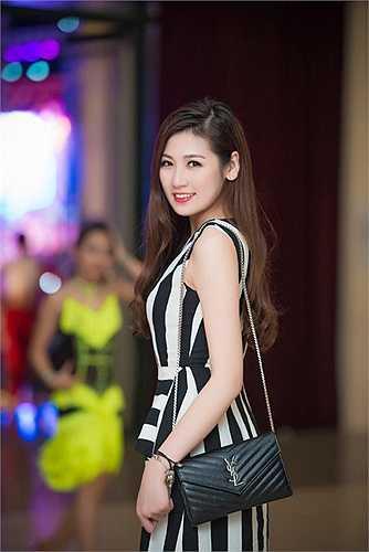 Á Hậu Tú Anh và ca sĩ Phương Thanh sẽ đồng hành cùng đoàn thể thao Việt Nam tại Sea Games 28 tại Singapore trong vai trò đại sứ.