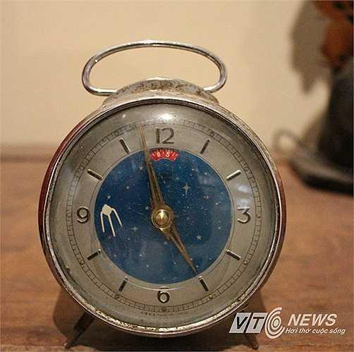 Đồng hồ cách đây hàng chục năm được người dân lưu giữ để nhớ về thời bao cấp của đất nước. (Hà Minh - Thanh Giang)