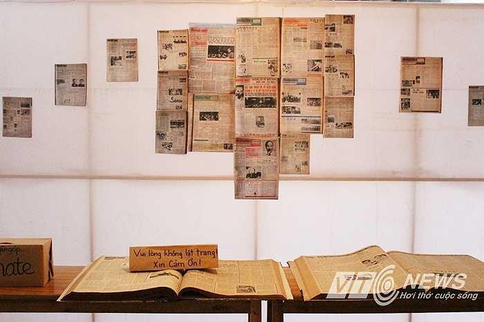 Không gian trưng bày báo, sách thời bao cấp.