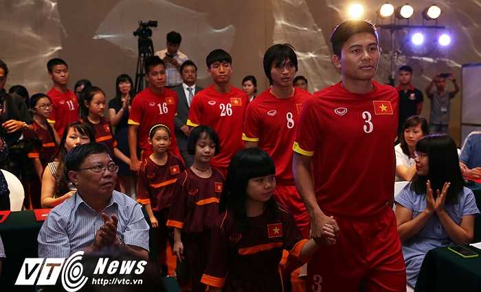Công Phượng, Mạnh Hùng được HLV Miura giữ sức cho U23 Việt Nam tham dự SEA Games. Họ không được triệu tập vào tuyển Việt Nam dự trận đấu với Thái Lan tại vòng loại World Cup. (Ảnh: Phạm Thành)