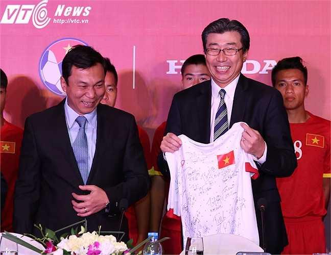 Đây là những mối quan hệ hợp tác có lợi cho cả đôi bên. Nếu tận dụng tốt, bóng đá Việt Nam sẽ có động lực đủ mạnh để nâng tầm cho xứng đáng với tiềm lực thực tế. (Ảnh: Phạm Thành)