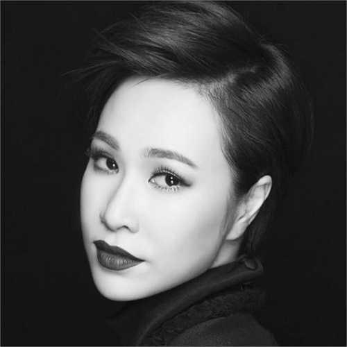 Uyên Linh ấn tượng trong bộ ảnh đen trắng.