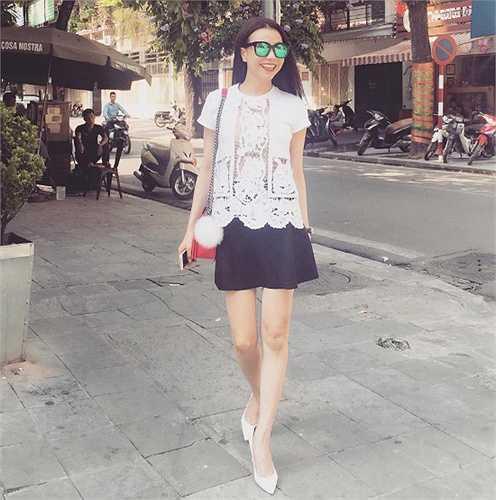 Trà Ngọc Hằng và phong cách thời trang nữ tính, trẻ trung.