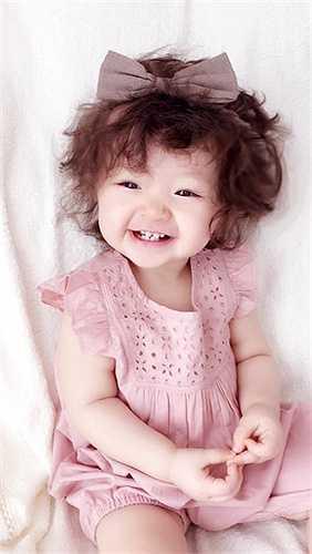 Elly Trần cũng rất chịu khó mua sắm những trang phục dễ thương cho con gái.