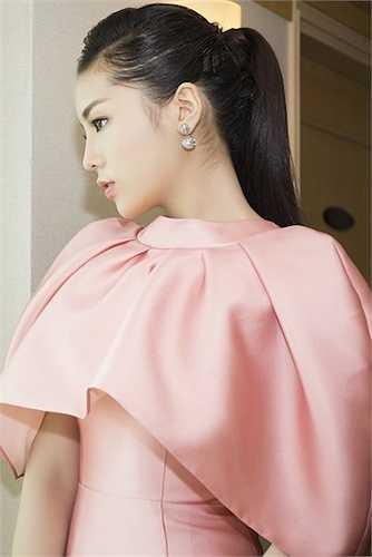 Hoa hậu Việt Nam 2014 trang điểm nhẹ nhàng.