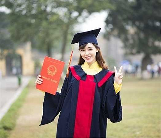 Cô không quên ghi lại khoảnh khắc đẹp của thời sinh viên.