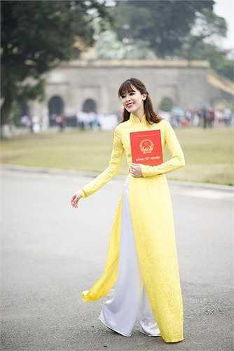 Với gương mặt biểu cảm, cô thường xuyên được mời làm mẫu ảnh. Hot girl Hà thành cũng tham gia khá nhiều bộ phim, chương trình truyền hình.