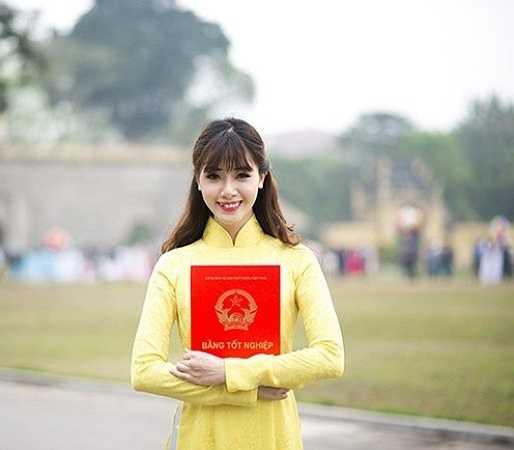 Mặc dù đam mê nghệ thuật nhưng Hà Min mong muốn sau khi tốt nghiệp sẽ được làm việc trong môi trường công sở. Cô muốn thử sức làm nhân viên ngân hàng.
