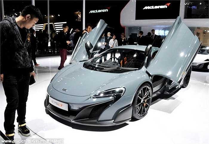6. McLaren 675LT: 4.933.000 tệ (hơn 17,3 tỷ đồng)