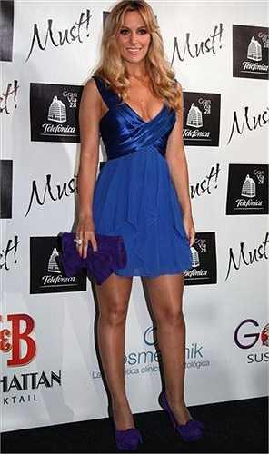 Edurne từng được độc giả tạp chí HFM bầu chọn là 'Người đẹp sexy nhất Tây Ban Nha năm 2010'.