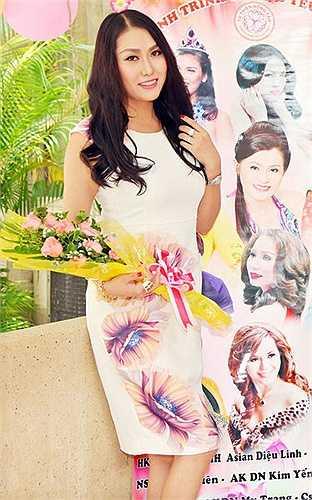 Hình ảnh của cô trong bộ váy trắng kín đáo, khác hẳn một Phi Thanh Vân sexy trước đó, cô nhận được nhiều lời khen ngợi của công chúng. Nguồn: Khám phá