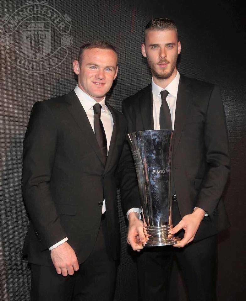 Rooney chúc mừng De Gea nhận danh hiệu 'Cầu thủ xuất sắc nhất năm' của Man Utd