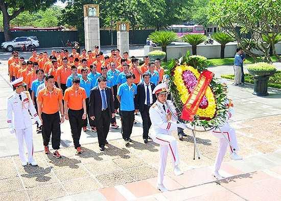 Đây là hành động thể hiện lòng biết ơn, thành kính của tuyển Việt Nam, U23 Việt Nam với các anh hùng, liệt sỹ