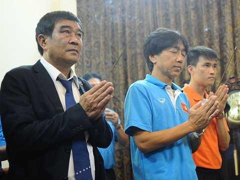 Theo kế hoạch, ngày 22/5, tuyển Việt Nam sang Thái Lan đá trận ra quân vòng loại Wolrd Cup 2018. Ngày 25/5, U23 Việt Nam di chuyển đến Singapore dự SEA Games 28.