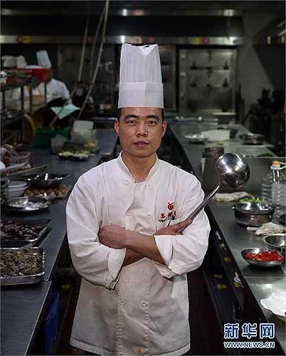 Wen Mao trở thành đầu bếp sau khi tốt nghiệp trường dạy nấu ăn năm 2004.