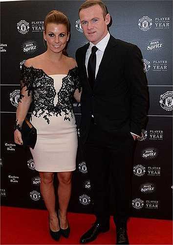 Rooney đưa vợ đến dự tiệc