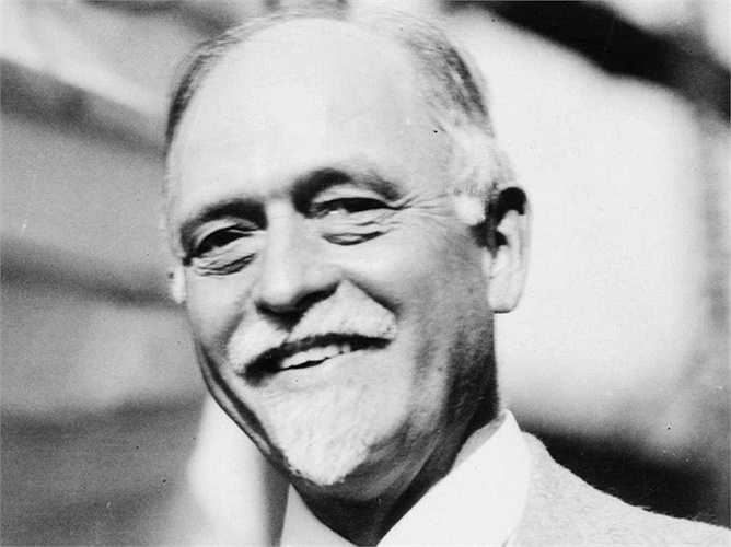 Irving Fisher - chuyên gia kinh tế vĩ đại nhất nước Mỹ dự báo tháng 10-1929 chứng khoán sẽ đạt điểm kỷ lục chưa từng có. Chưa đầy hai tuần sau đó, giá cổ phiếu sụt giảm thấp nhất trong 25 năm qua.
