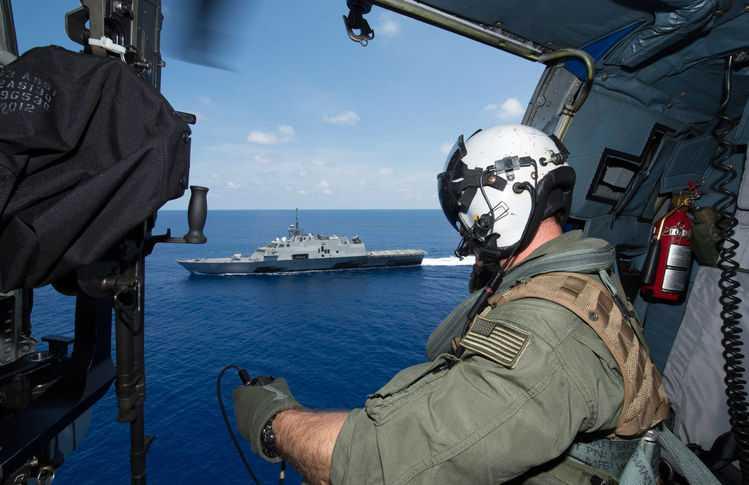 Tàu USS Fort Worth trên vùng biển Đông ngày 12/5/2015