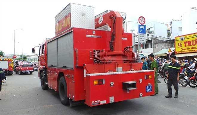 Lực lượng cứu hộ Sở Cảnh sát PCCC TP HCM triển khai đến hiện trường.