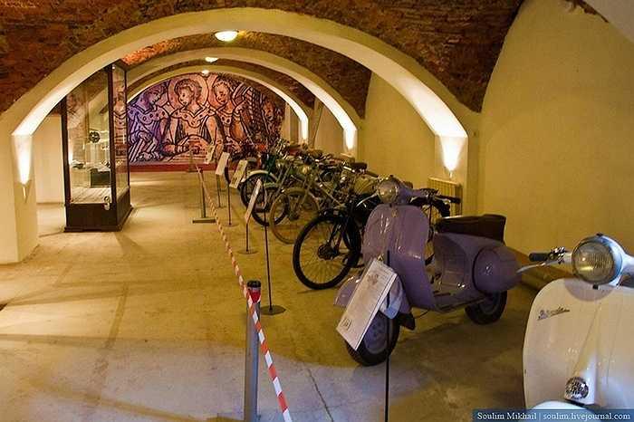 Chủ nhân của bộ sưu tập mô tô trong bảo tàng Horsepower Museum ở Saint-Petersburg (LB Nga) là một người rất mê xe mô tô cổ, đặc biệt là những dòng xe trước thế chiến II.
