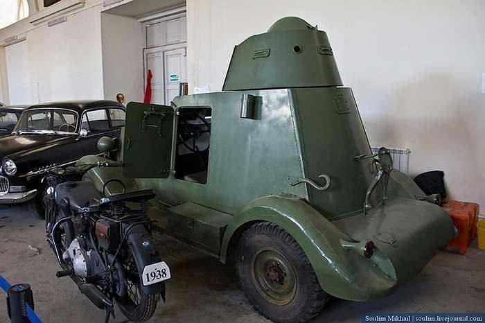 Xe thiết giáp hạng nhẹ có khả năng tự hành, ra đời giai đoạn cuối thế chiến lần I.