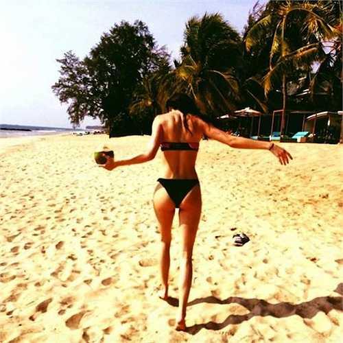 Bạo liệt với bikini.